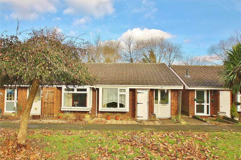 2 Bedrooms Bungalow for sale in Chipstead Court, Knaphill, Woking, Surrey, GU21