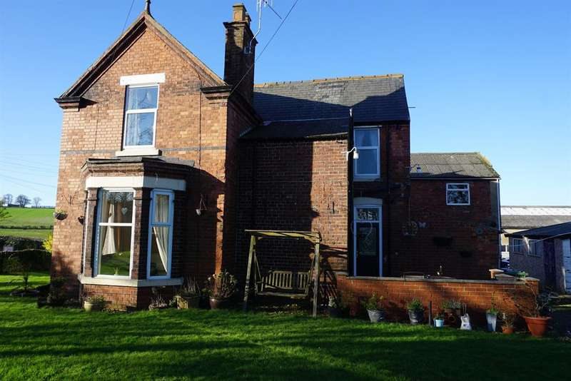 3 Bedrooms Detached House for sale in Bridlington Road, Hunmanby, North Yorkshire, YO14 0LR