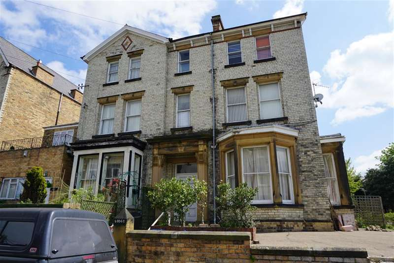 2 Bedrooms Flat for sale in Cromwell Terrace, Scarborough, YO11 2DT