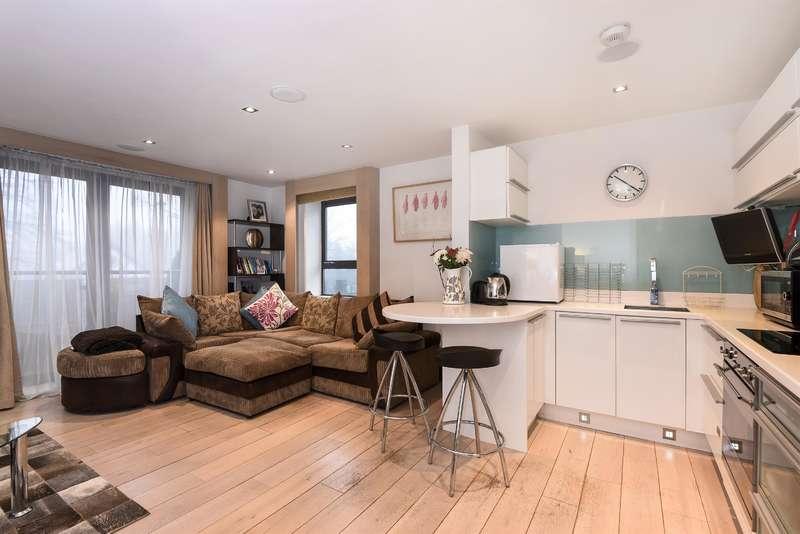 2 Bedrooms Flat for sale in The Place, Harrogate Road, Alwoodley, Leeds, LS17 8BL
