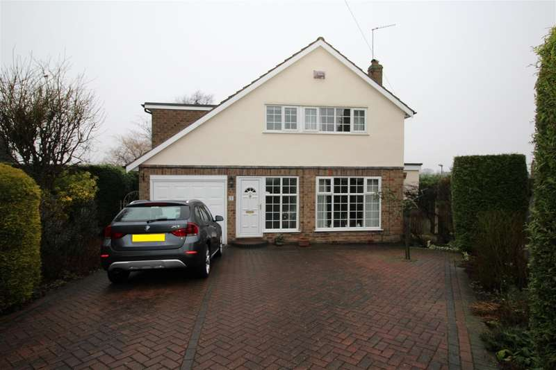 4 Bedrooms Detached House for sale in St Margarets Drive, Horsforth, LS18