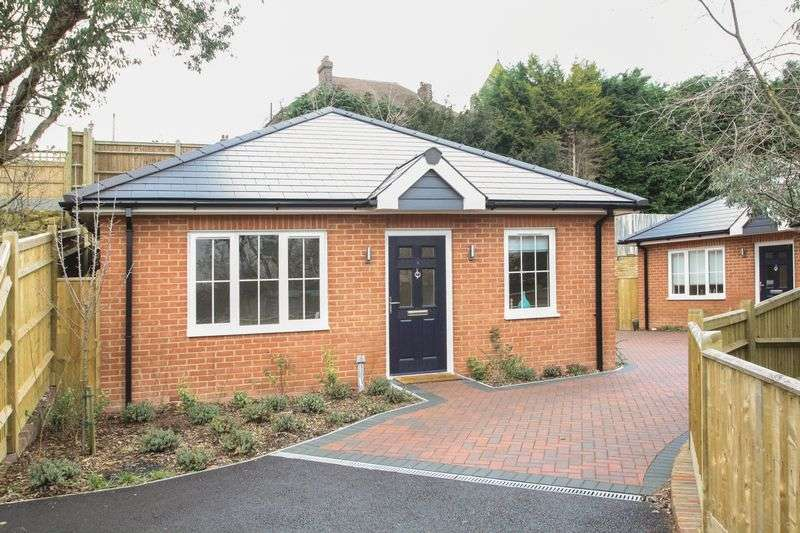 2 Bedrooms Detached Bungalow for sale in Silverdale Road, Tunbridge Wells
