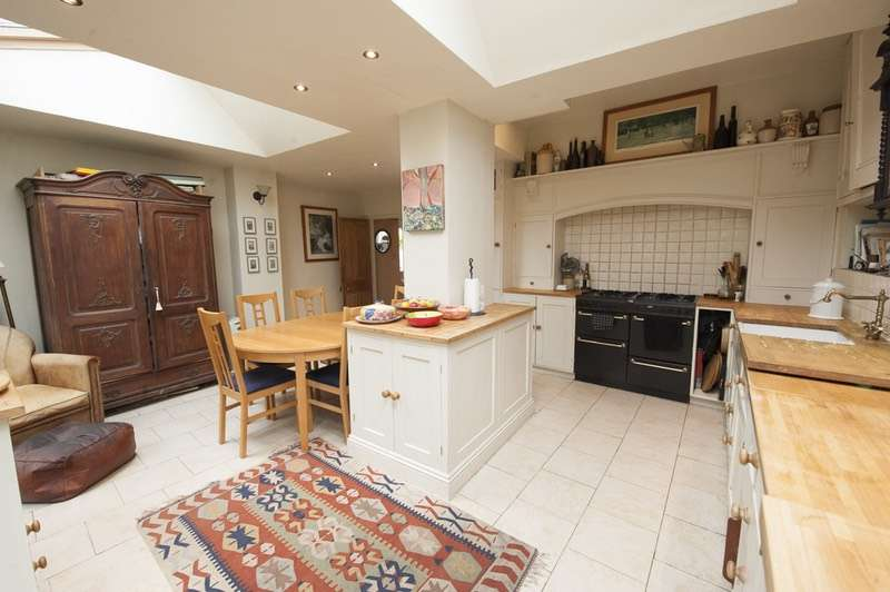 3 Bedrooms End Of Terrace House for sale in The Street, Charmouth, Bridport, Dorset, DT6