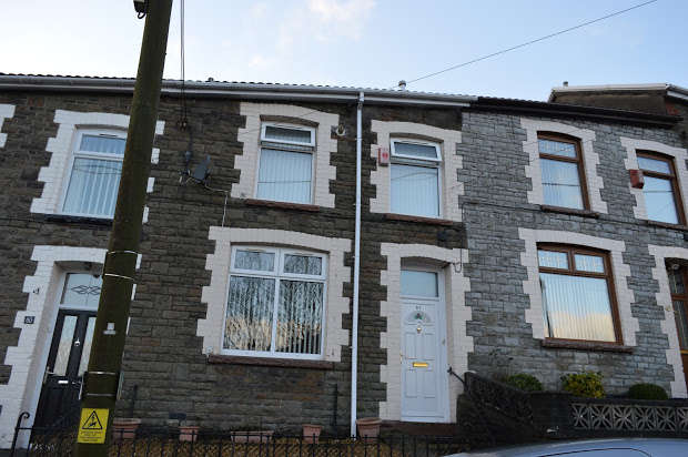 3 Bedrooms Terraced House for sale in Vivian Street, Ferndale, CF43