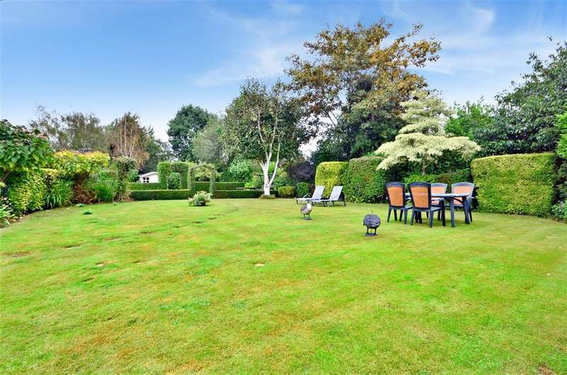 5 Bedrooms Detached House for sale in Ashford Road, St Michaels, Tenterden, Kent