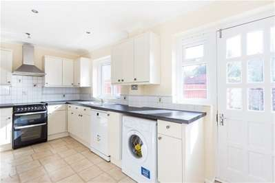 4 Bedrooms Semi Detached House for sale in Victoria Avenue, Romford