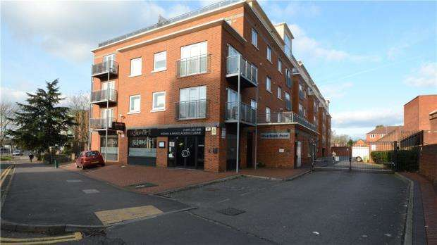 2 Bedrooms Apartment Flat for sale in Riverbank Point, 114 High Street, Uxbridge