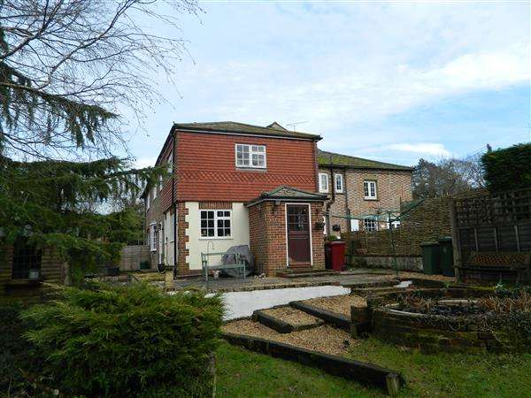 4 Bedrooms House for sale in The Cylinders, Fernhurst, Haslemere, Surrey, GU27