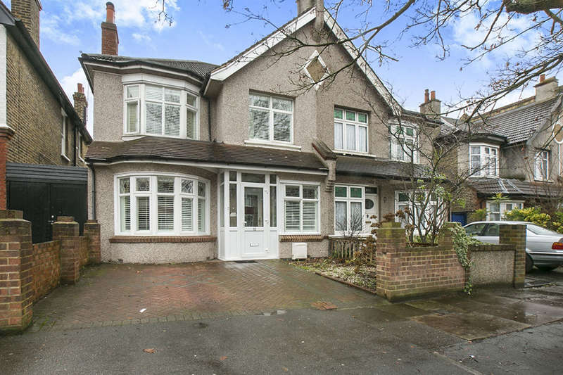 4 Bedrooms Semi Detached House for sale in Newquay Road, London, SE6