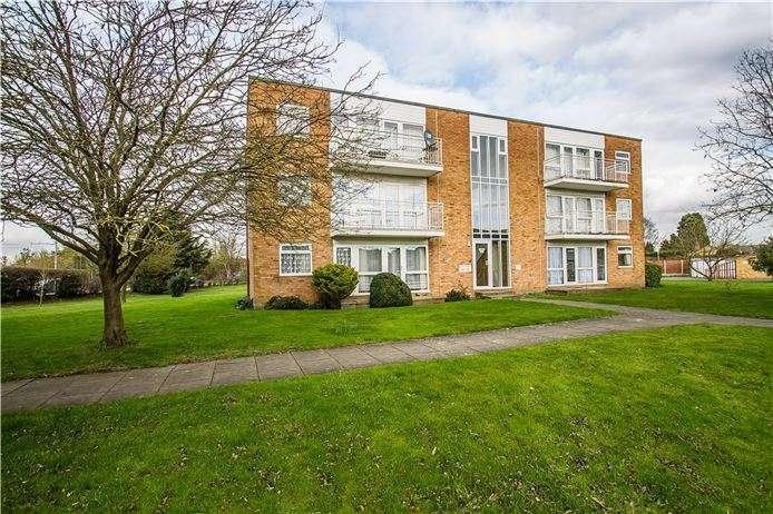 2 Bedrooms Flat for sale in Bishops Court, Trumpington, Cambridge