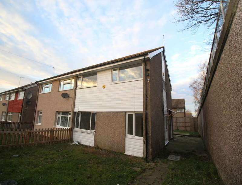 4 Bedrooms Semi Detached House for sale in Newhall Chase, Leeds, LS10
