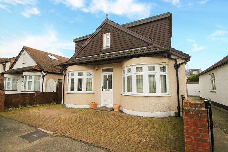 6 Bedrooms Detached House for sale in Townsend Road, Ashford, TW15