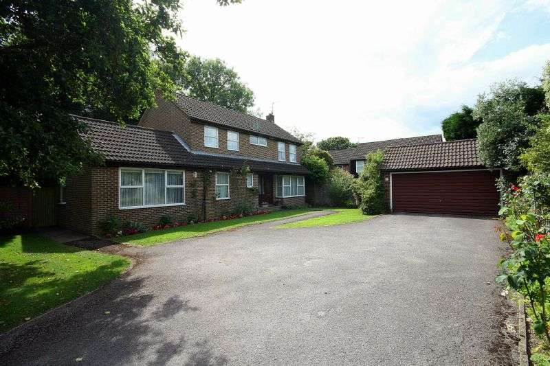 4 Bedrooms Detached House for sale in Grove Farm Park, Northwood