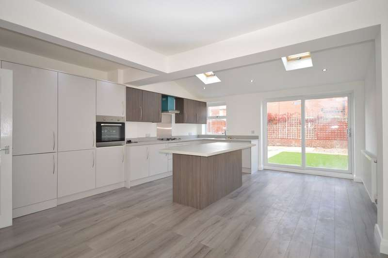 3 Bedrooms Semi Detached House for sale in Abbeyville, South Shore
