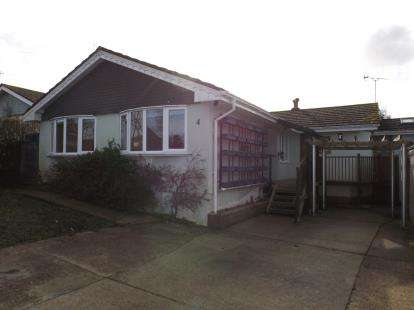 4 Bedrooms Bungalow for sale in Seaview, Isle Of Wight