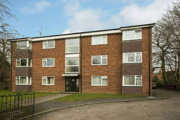 2 Bedrooms Flat for sale in Treyarnon Court, Eastern Avenue, Reading