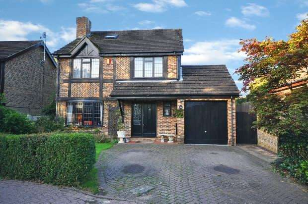 5 Bedrooms Detached House for sale in Kerris Way, Earley,
