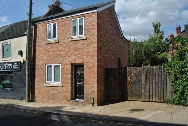 2 Bedrooms Detached House for sale in High Street, Kingsthorpe Village, Northampton NN2 6QE