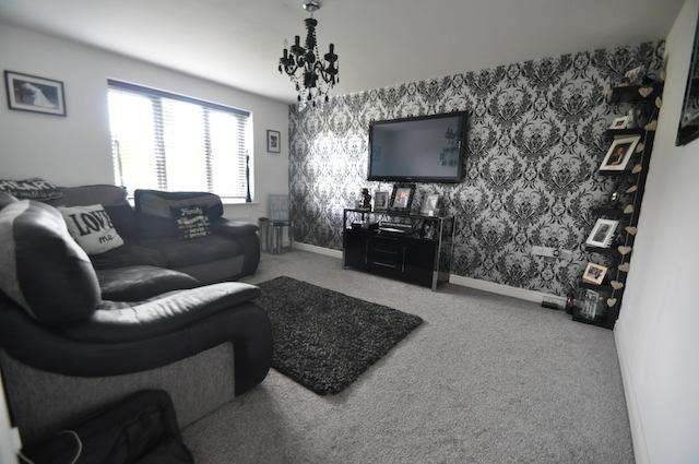 4 Bedrooms Detached House for sale in Hyde Park Road, Kingswood, Hull, HU7 3AS