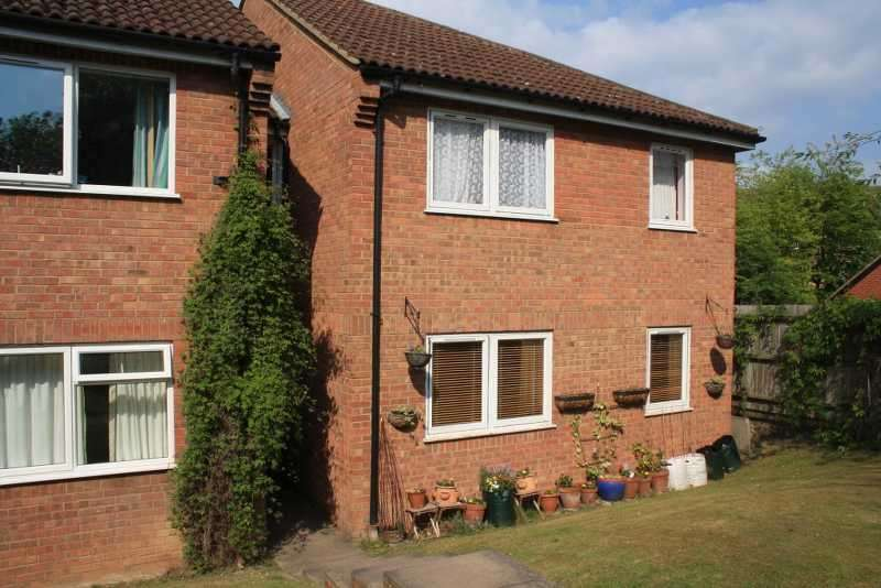 2 Bedrooms Flat for sale in Banner Court, High Wycombe