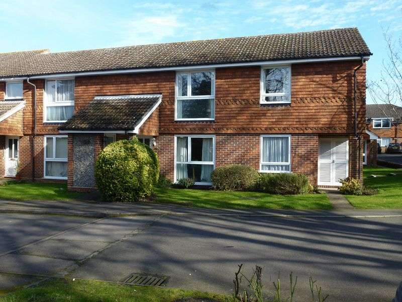 2 Bedrooms Flat for sale in BOOKHAM VILLAGE - SUPERB 2 BED APARTMENT MINUTES FROM SHOPS