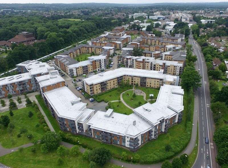 1 Bedroom Flat for sale in Commonwealth Drive, Three Bridges, CRAWLEY