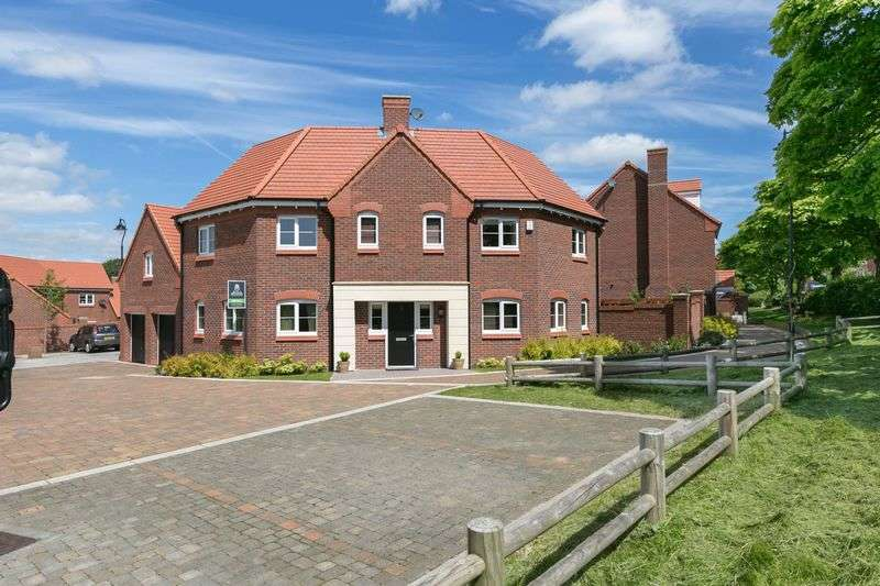5 Bedrooms Detached House for sale in Sampson Close, Chorley, PR7 3TL