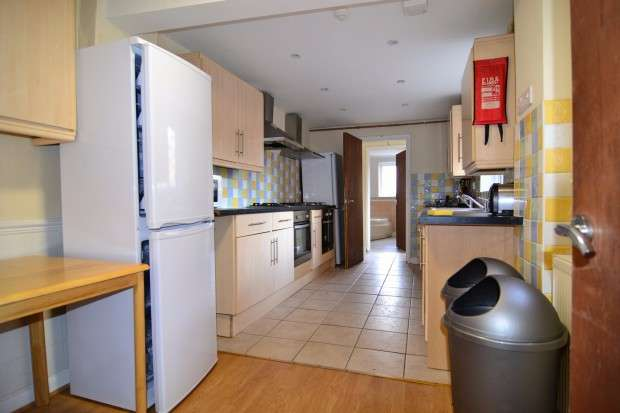 9 Bedrooms Terraced House for rent in Lodge Road Porstswood, Southampton, SO14