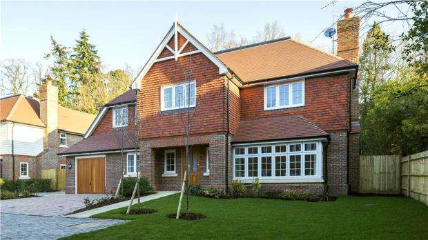 5 Bedrooms Detached House for sale in Holcombe House Gardens, London Road, Sunningdale