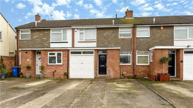 3 Bedrooms Terraced House for sale in Nelson Road, Windsor, Berkshire