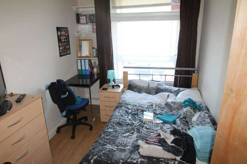 4 Bedrooms Apartment Flat for rent in Flat 5 Equitable House, 5-7 South Parade, Nottingham, NG1 2BB
