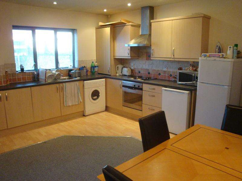 2 Bedrooms Flat for rent in Flat 33 Royal Victoria Court