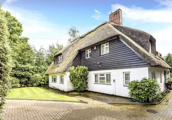 5 Bedrooms Detached House for sale in Southview Road