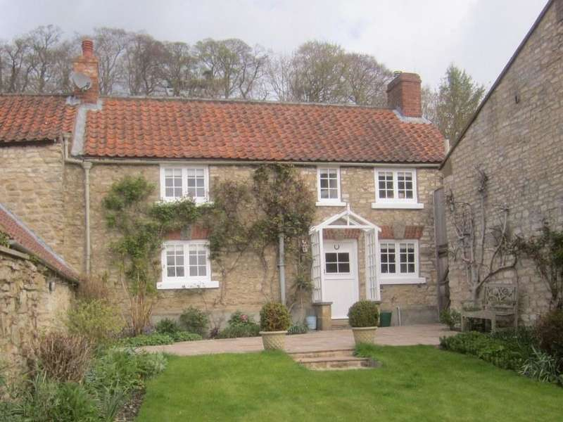 3 Bedrooms Cottage House for sale in Middle Cottage, Stonegrave, YO62 4LJ