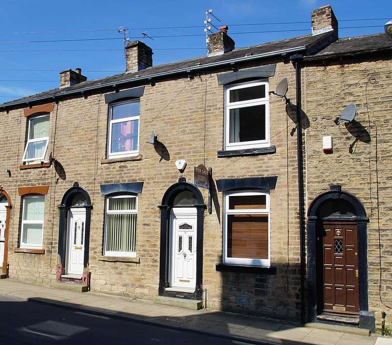 2 Bedrooms Terraced House for sale in Warrington Street, Lees, Oldham OL4
