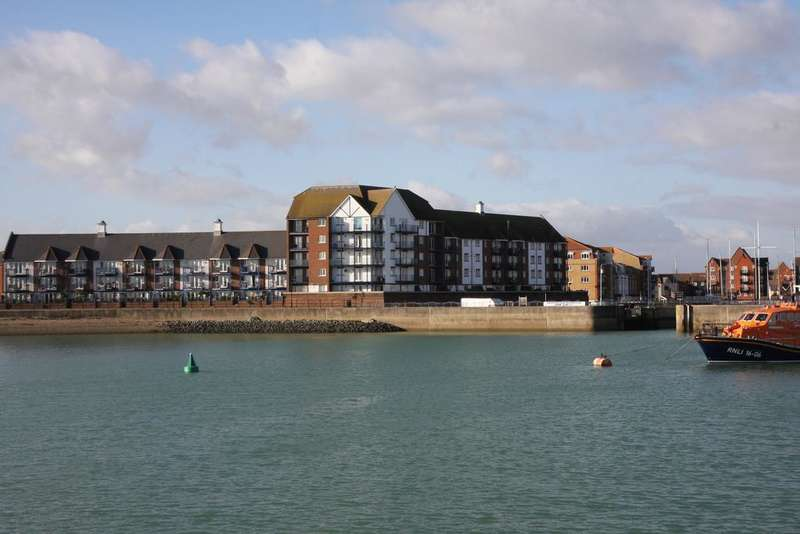 3 Bedrooms Apartment Flat for sale in Eastbourne BN23