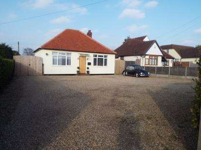 3 Bedrooms Bungalow for sale in Frating, Colchester, Essex