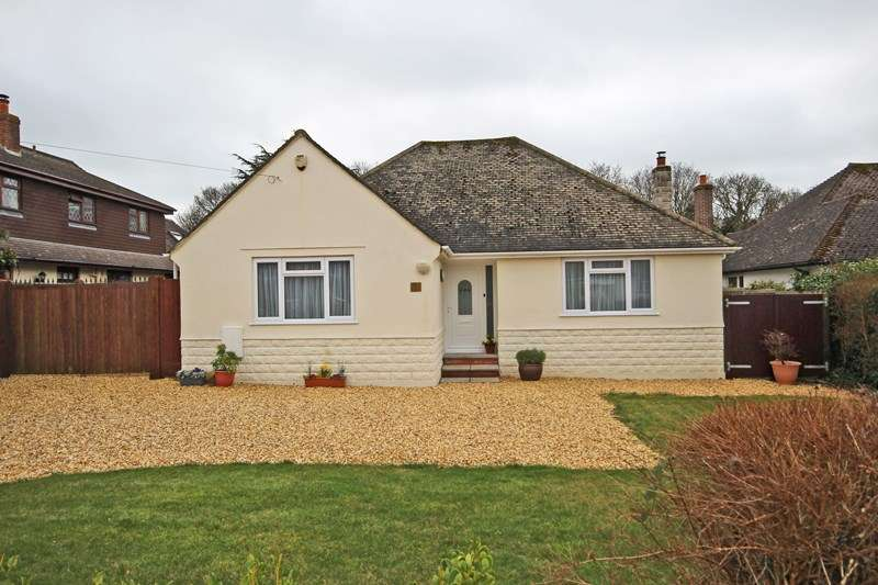 3 Bedrooms Chalet House for sale in Solent Drive, Barton On Sea, New Milton