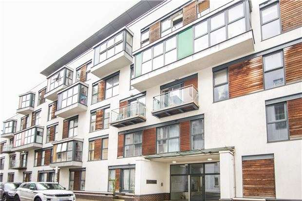 2 Bedrooms Flat for sale in Point Pleasant, LONDON, SW18 1PT