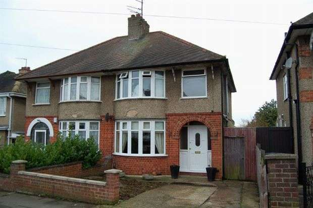 3 Bedrooms Semi Detached House for sale in The Headlands, The Headlands, Northampton NN3 2NZ