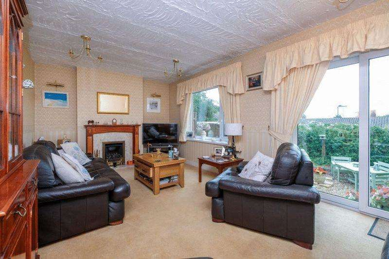 3 Bedrooms Semi Detached House for sale in Julia Gardens, West Bromwich