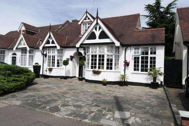 5 Bedrooms Semi Detached Bungalow for sale in Westrow Gardens, Seven kings ig3