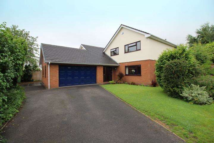 5 Bedrooms Detached House for sale in Bickerton Close, Locking Stumps, Birchwood WA3