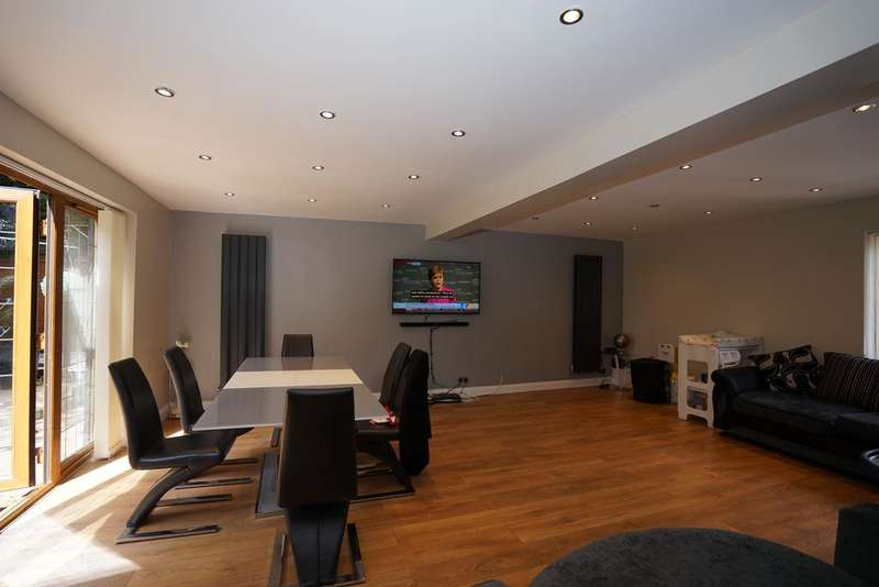5 Bedrooms Detached House for sale in Maybush Road, Emerson Park, Hornchurch RM11