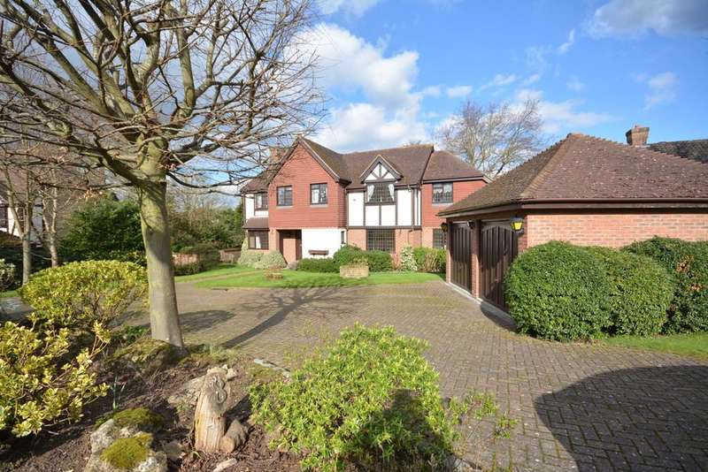 5 Bedrooms Detached House for sale in Tall Tress Close, Emerson Park, Hornchurch, Essex. RM11