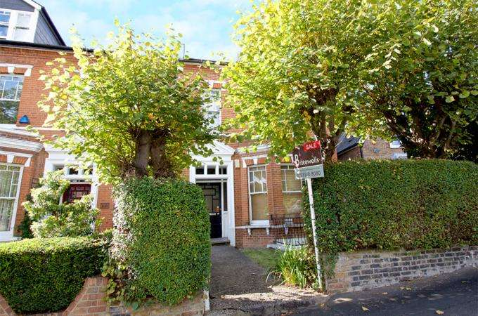 2 Bedrooms Flat for sale in ALBANY ROAD, STROUD GREEN, LONDON N4