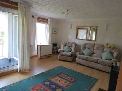 3 Bedrooms Maisonette Flat for sale in Kintyre Avenue, Linwood PA3
