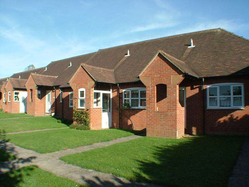 1 Bedroom Detached House for sale in Orchard Close, THAME, OX9