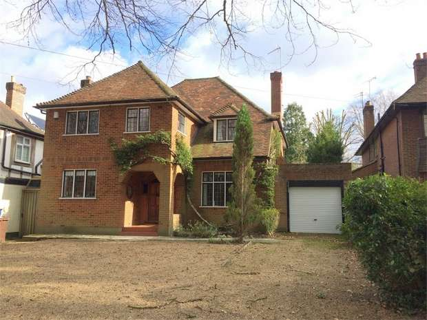 4 Bedrooms Detached House for sale in Ashley Road, Epsom