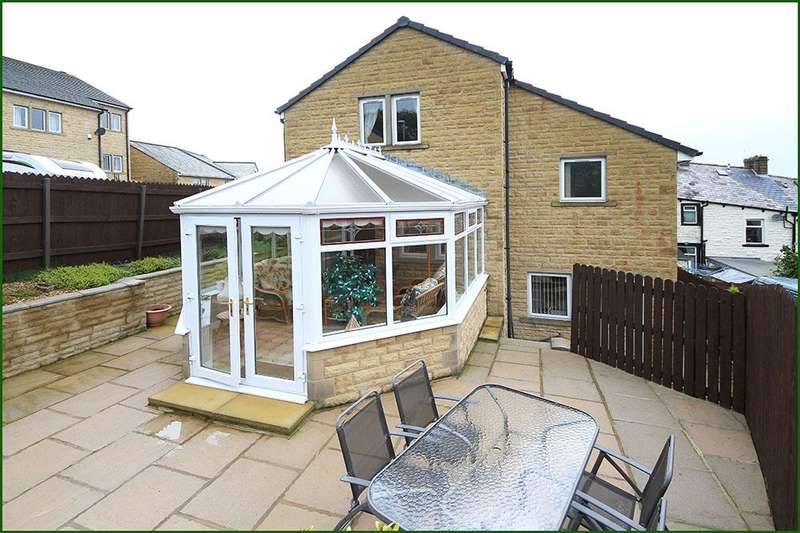 3 Bedrooms Detached House for sale in Hilltops, 2 Malham View Close, Barnoldswick BB18 5SX